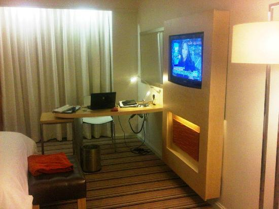 Masa Square Hotel: Working Table, TV with mostly DSTV South Africa cable channels