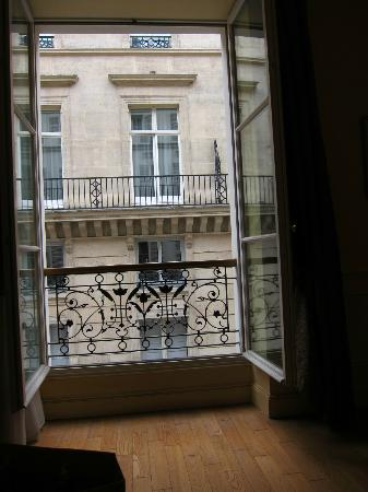 Hotel Lotti Paris: Large window facing the Westin hotel nextdoor
