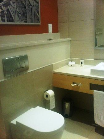 Masa Square Hotel: A view of the bathroom