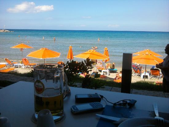 Al Mare Beach Hotel : η μπυρίτσα σου το μεσημέρι