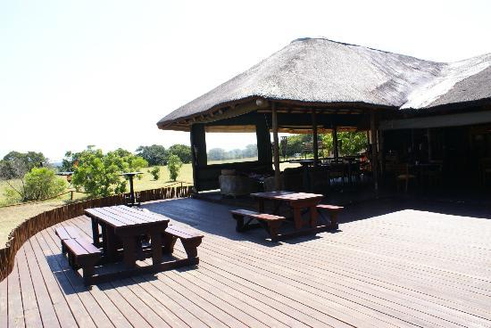 Amorello Bush Golf Lodge: Deck area
