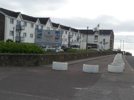 Quality Hotel & Leisure Center Youghal: Hotel approaching from road