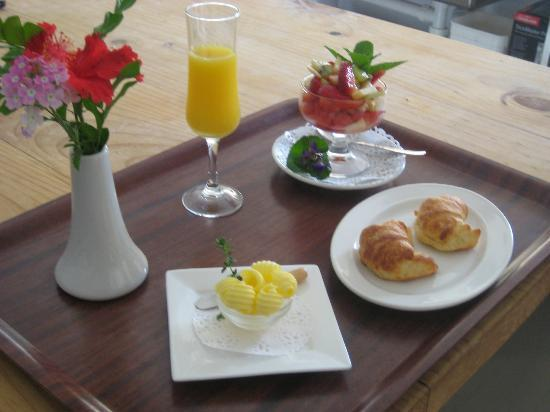 Villa Cavour Bed and Breakfast: Breakfast is ready......