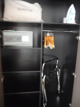 Mantra Collins Hotel: HC storage and safe