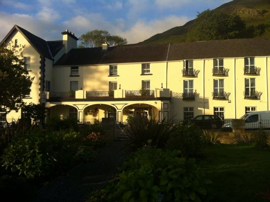 Leenane Hotel: view of hotel