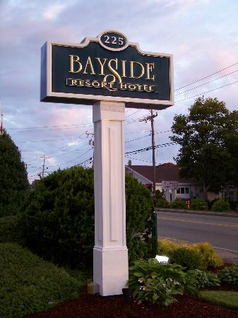 Bayside Resort Hotel: sign by the road