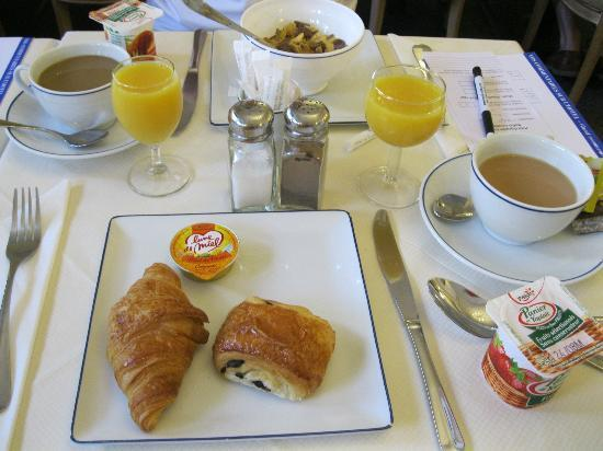 Royal Hotel Paris Champs Elysees: Breakfast buffet