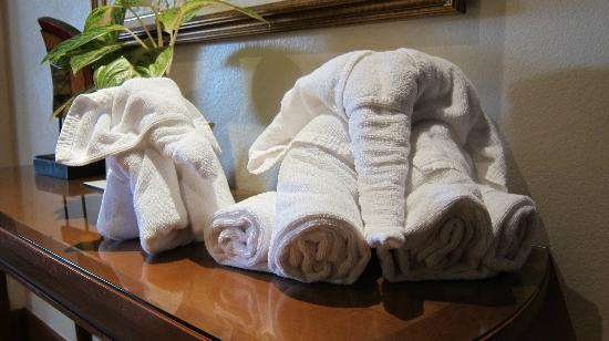 JW Marriott Phuket Resort & Spa: Towel animal sculptures