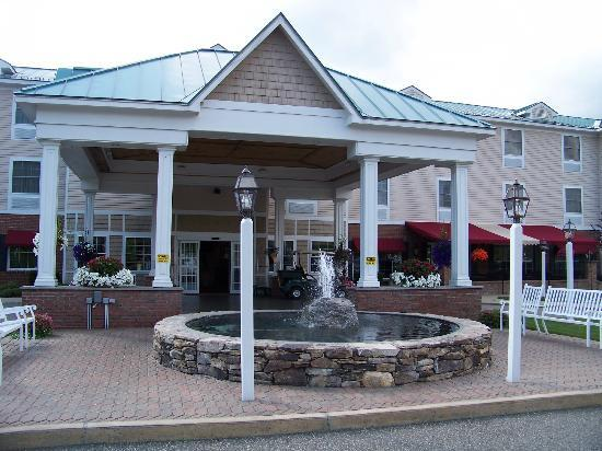 Comfort Inn and Suites Colonial: Outside main entrance to the Inn