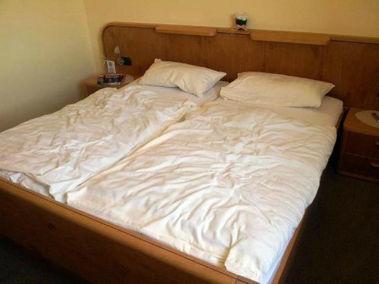 Garni Hotel Kraterblick: Bett