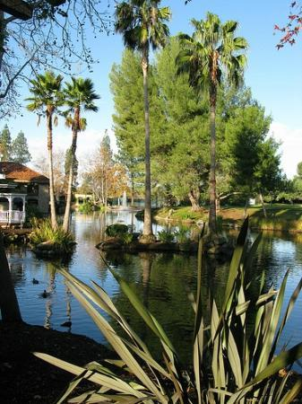 Westlake Village Inn Grounds