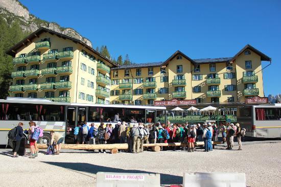 Tre Cime di Lavaredo: At Misurina bus stop