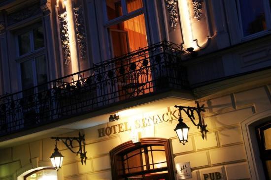 Senacki Hotel: Hotel Entrance