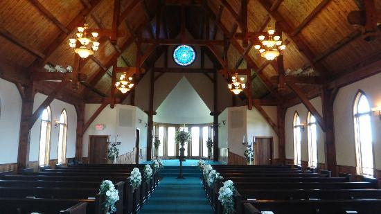 Whitestone Country Inn: The chapel is beautiful inside!