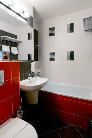 Hotel Bratislava: Executive Business Room Bathroom