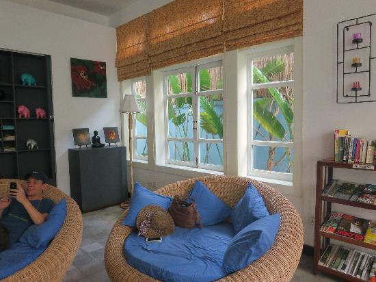 Frangipani Villa Hotel II: Favourite lounge spot