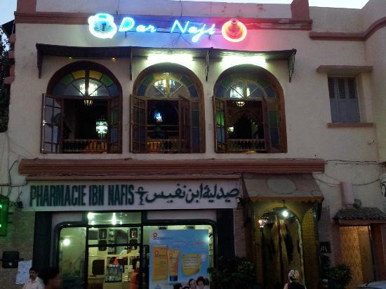 Dar Naji: Le restaurant vue de la place