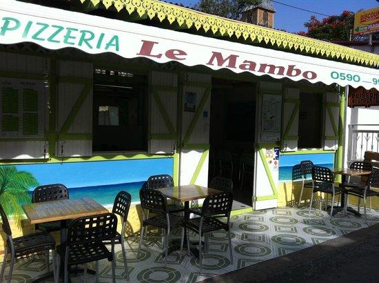 Pointe-Noire, Guadalupe: facade du restaurant apres une averse de l'apres midi