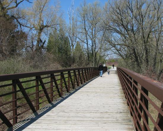 Rotary Park: Strolling over the bridge
