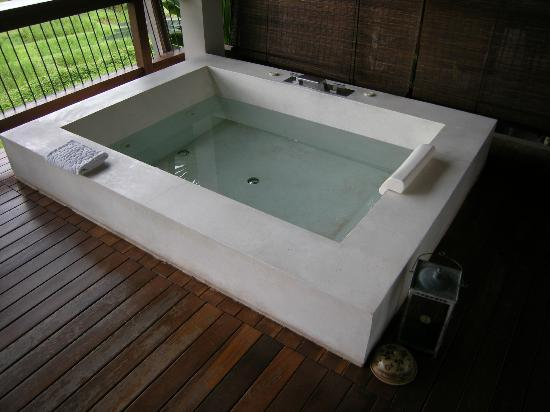 Veranda High Resort Chiang Mai - MGallery Collection : Jacuzzi privé sur la terrasse.