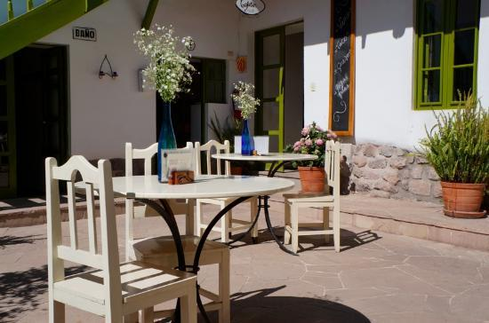 Ninos Hotel Fierro: Courtyard.