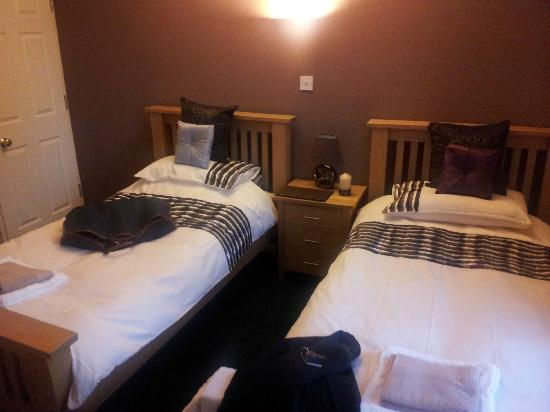 Queens Head Inn: Twin Bedroom with on-suite