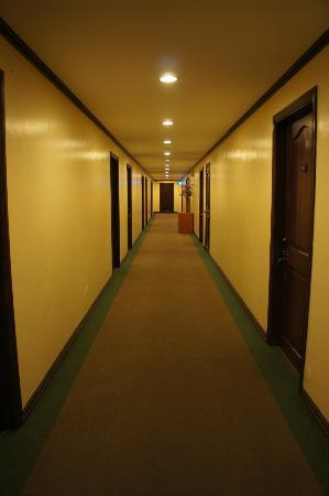 Vista Marina Hotel and Resort: VM hallway