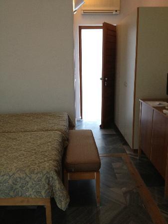 Hotel Dorion: Room entrance