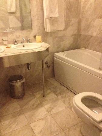 Hotel Dorion: Bathroom