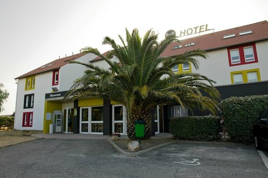 b b hotel perpignan nord france hotel reviews. Black Bedroom Furniture Sets. Home Design Ideas