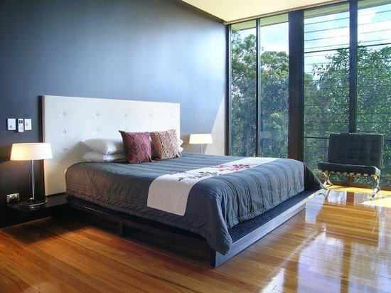 Glass on Glasshouse: King-size bed, and Mountain views