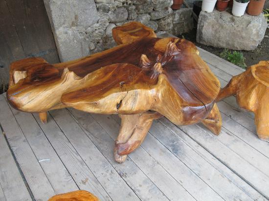 Hotel Tradita Geg & Tosk: Unique outdoor furniture
