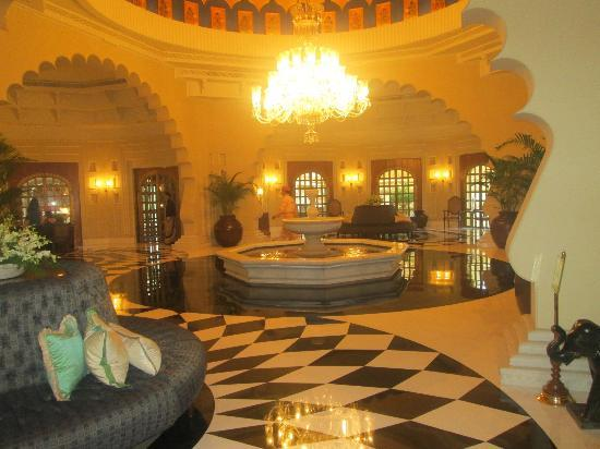 The Oberoi Udaivilas: the lobby