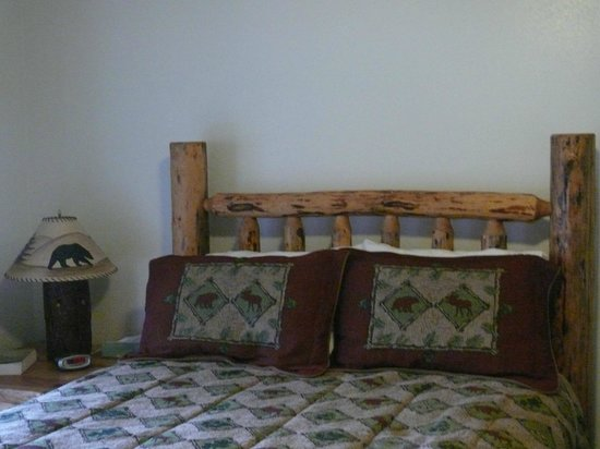 Haines Bear Lodge: Bed