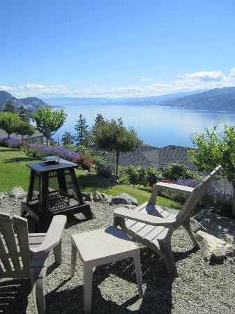 Okanagan Oasis B&B: Fire Pit area.