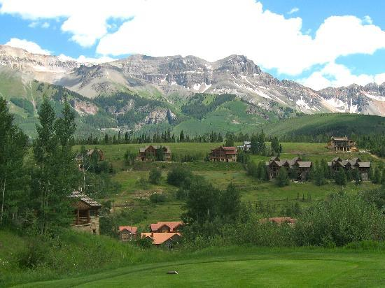 Fairmont Heritage Place, Franz Klammer Lodge: View from the golf course!