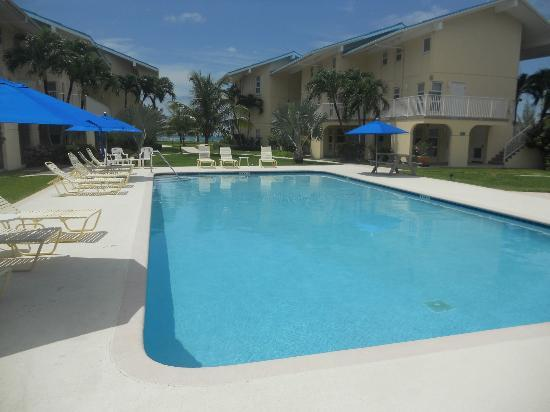 Cayman Reef Resort: Pool
