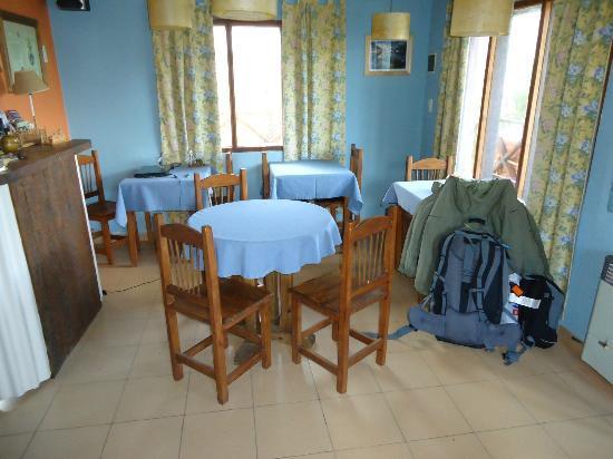 Hosteria Lago Viedma: Intimate breakfast area/reception