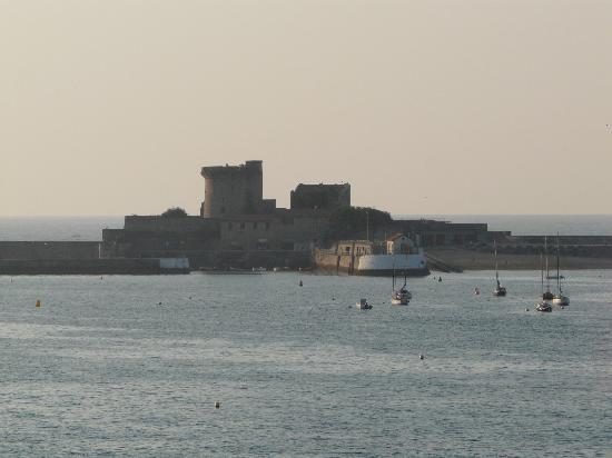 Ibis Ciboure St Jean De Luz : Le fort de Socoa au téléobjectif
