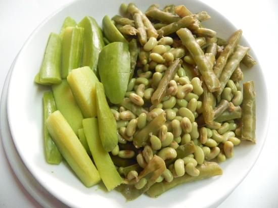 Christos Grill & Seafood : garden beans with baby marrows