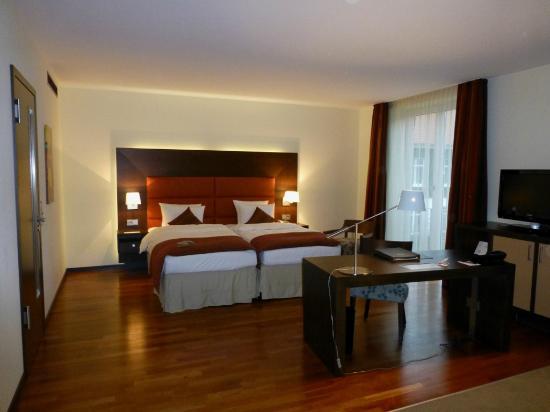 Studio zimmer 539 bild von steigenberger hotel for Hotel hamburg designhotel