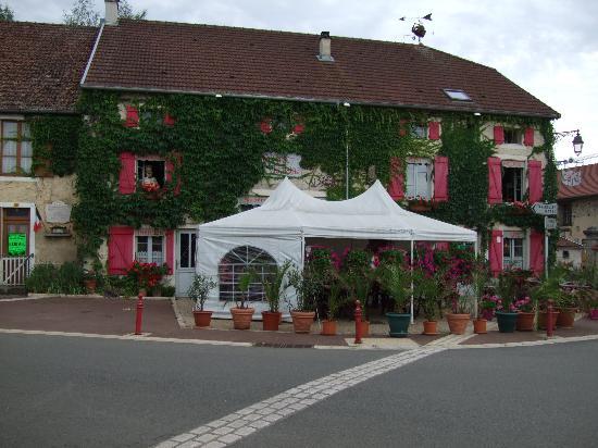 Front of L:Auberge de la Fontaine
