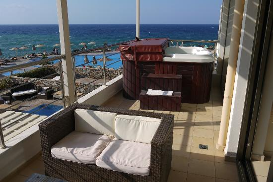 balcony jacuzzi picture of the r yal blue panormos tripadvisor. Black Bedroom Furniture Sets. Home Design Ideas