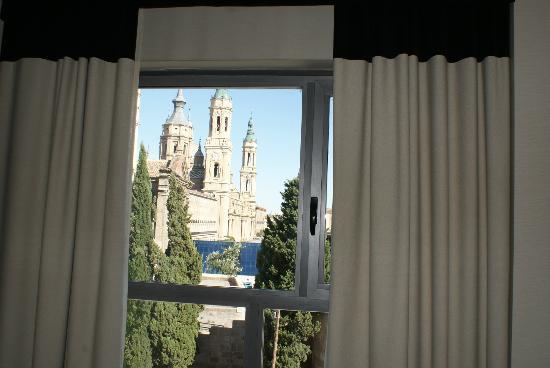 NH Ciudad de Zaragoza: Desde el interior de la habitacion