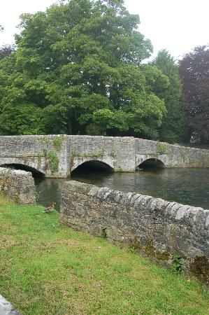 Chy an Dour: Ashford in the Water