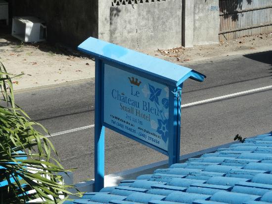 Le Chateau Bleu: Hotel Signage