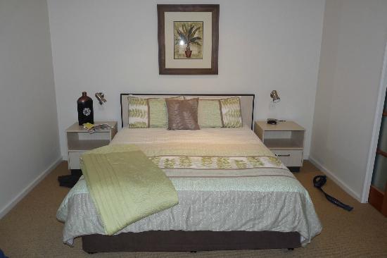 Kangaroo Island Seafront: jolie chambre attenante à un salon avec divan-lit