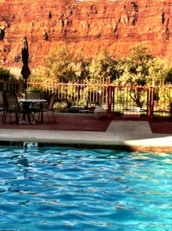 Aarchway Inn: pool view