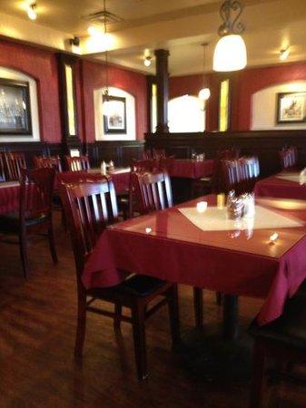 Eddie's Napoli's Italian Restaurant: Very tasteful decor.