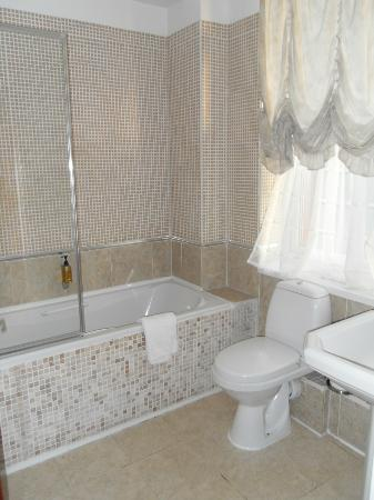 The Tower Hotel: Bathroom